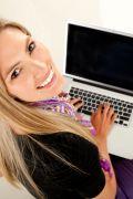 Werken in je vak! Footsteps biedt je een stage in een jong gedreven bedrijf met uiteenlopende opdrachten. Tijdens je stage zal je werken aan verschillende projecten voor opdrachtgevers waarbij je betrokken wordt in het online marketingtraject.